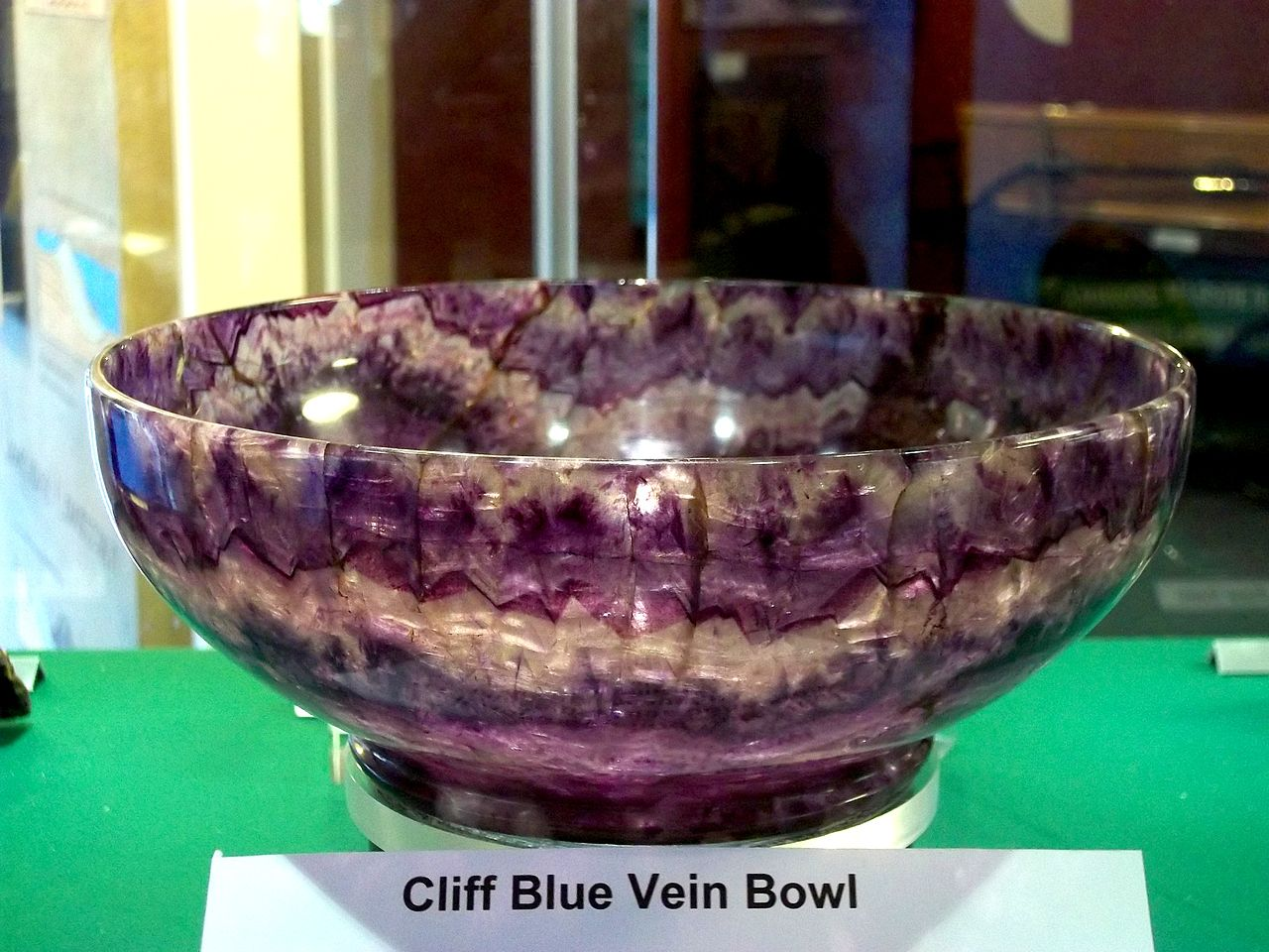1280px-Cliff_Blue_Vein_Bowl_-_Castleton_Visitor_Centre